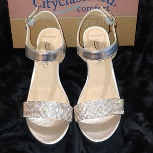 CityClassified Sparkly wedges!